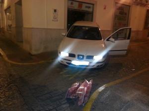 La Policía Local de Arcos de la Frontera detiene a dos personas tras sorprenderlos realizando un alunizaje en pleno centro de la localidad. FUENTE: POLICÍA LOCAL DE ARCOS DE LA FRONTERA